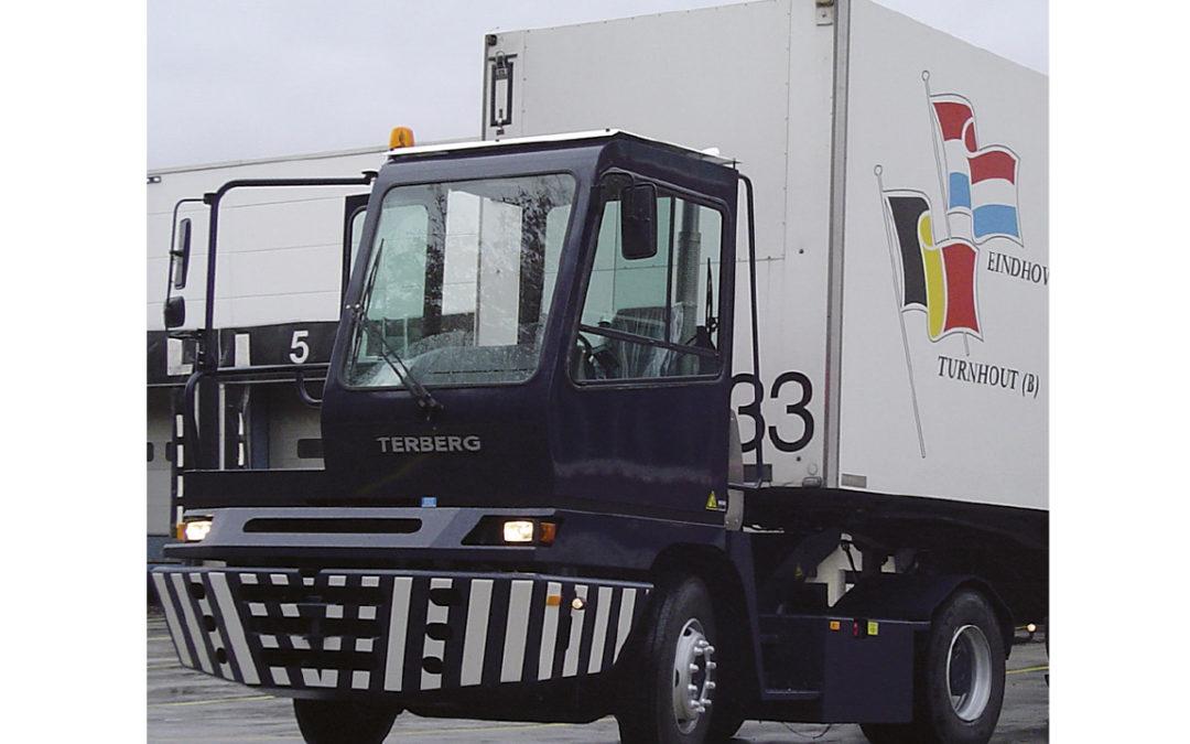 ctb-group-manipulacion-contenedores-terberg-terminal-tractor-entrada